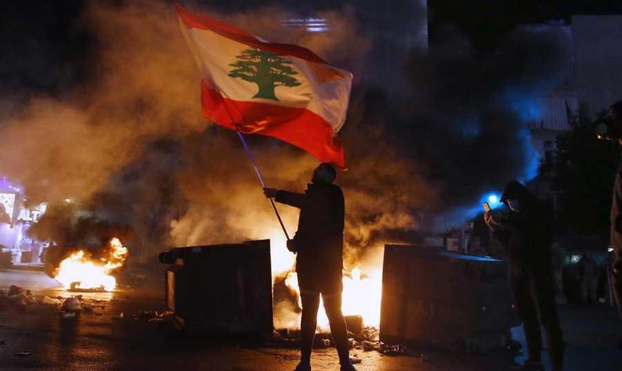 احتجاجات واسعة في لبنان على سوء الأوضاع المعيشية