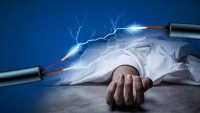 مصري يحاول تربية طفلة صعقاً بالكهرباء وكانت النتيجة ..