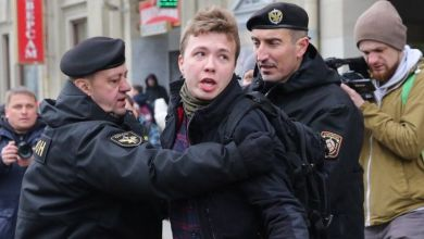 إجبار طائرة مدنية للهبوط في بيلاروسيا لاعتقال صحفي معارض