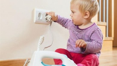 وفاة طفل رضيع إثر لعبه بمفاتيح الكهرباء