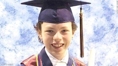 طفل عبقري يتخرج من الجامعة بعمر 12 سنة وينشئ شركته الخاصة