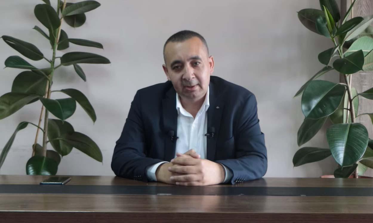 """الاستاذ """"طه غازي"""" يطرح مقترحات لحلّ مشكلة المعلمين السوريين في تركيا"""
