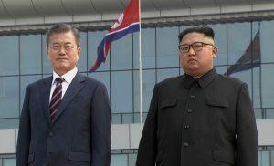 Kim Jong-un welcomes Moon Jae-in at Pyongyang airport ahead of summit