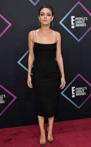 Mila Kunis Brings Spaghetti Straps Back at the 2018 People's Choice Awards