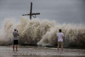Hurricane Laura live updates: Tornadoes may accompany storm