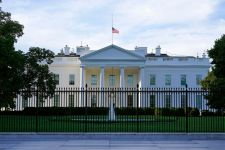 Envelope addressed to White House contained ricin, source says