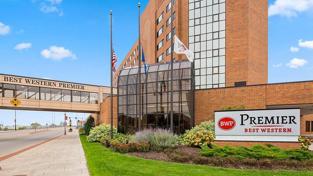 Hotel In Oshkosh Best Western Premier Waterfront Hotel