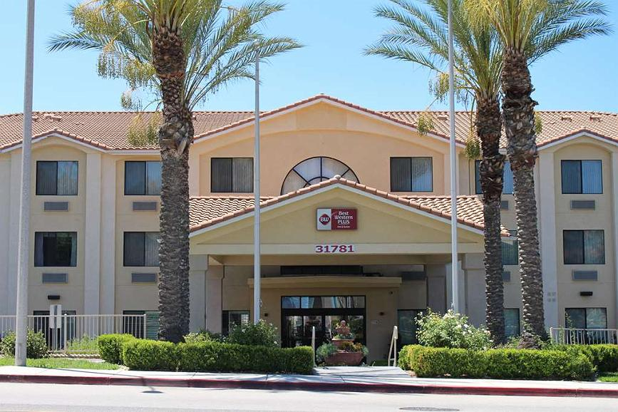 Hotel In Lake Elsinore Best Western Plus Lake Elsinore Inn
