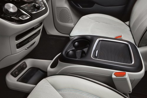 small resolution of 2019 chrysler pacifica hybrid interior showing front console cup holders and usb ports