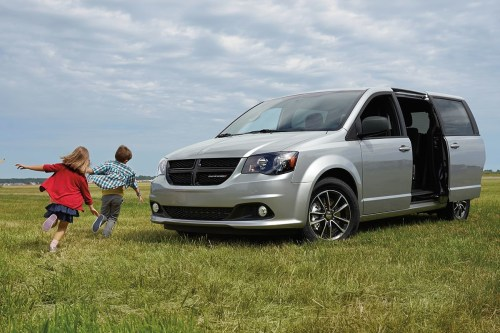 small resolution of 2019 dodge grand caravan exterior view with power sliding doors