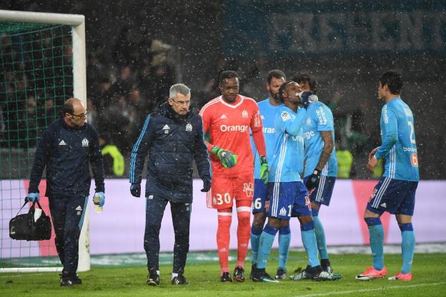 Football - Ligue 1 - Mandanda a quitté ses coéquipiers peu avant la mi-temps. (S.Mantey/L'Equipe)