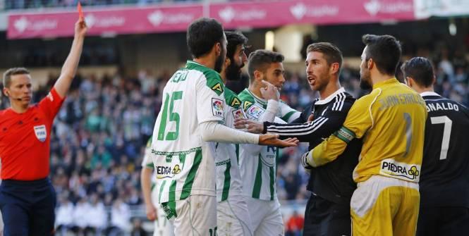 M. Hernandez a expulsé Cristiano Ronaldo à Cordoue. (Reuters)
