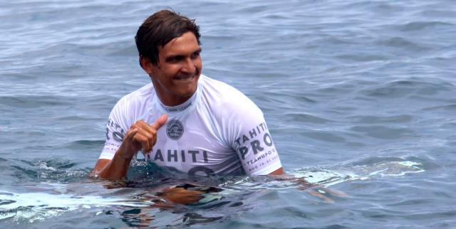 Tahiti Pro Teahupoo : Michel Bourez assure, Tikanui Smith