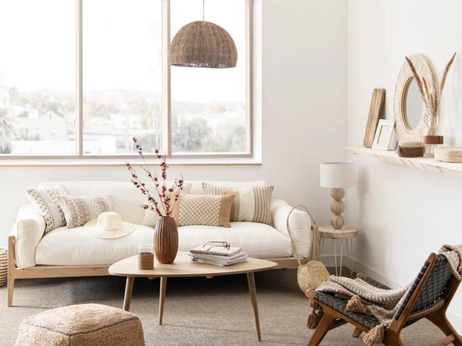 LEGNO - Sofá nórdico de 4 plazas de lino color marfil *** 1299 Euros en Maisons du Monde.