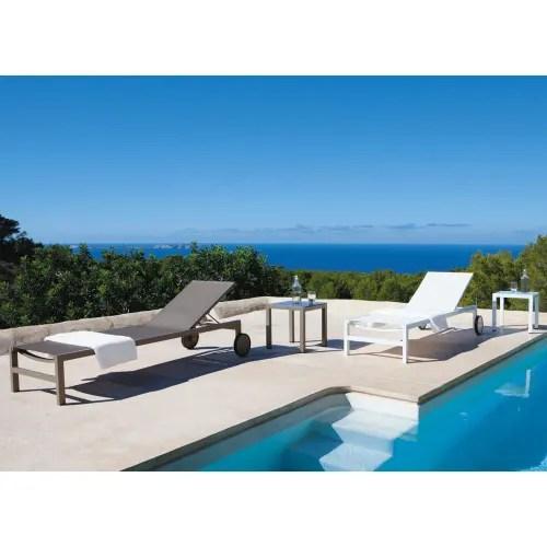 bain de soleil a roulettes en aluminium blanc maisons du monde
