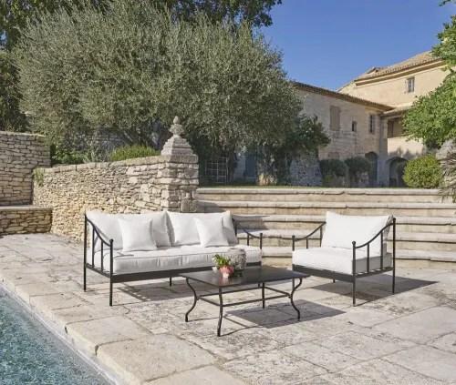 Dai un'occhiata ai nostri mobili e oggetti. Divano Da Giardino A 3 Posti In Acciaio Nero E Cuscini Bianco Sporco Marignane Maisons Du Monde