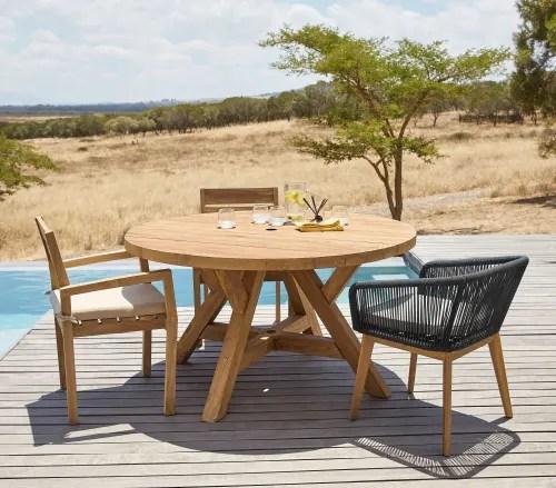fauteuil de jardin empilable en teck massif et coussin ecru maisons du monde