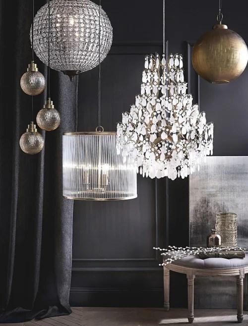Ideale per creare nella camera un'atmosfera elegante. Rust Color Metal Drop Bead Sphere Pendant Finon Maisons Du Monde