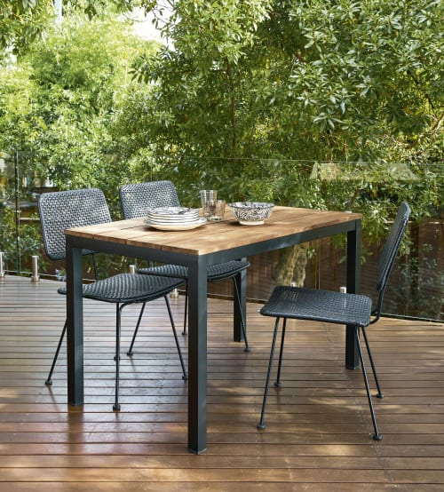 table de jardin en acacia massif et metal noir 4 6 personnes l120 maisons du monde