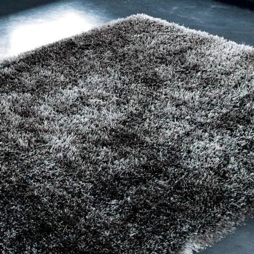 tapis a poils longs gris anthracite 140 x 200 cm maisons du monde