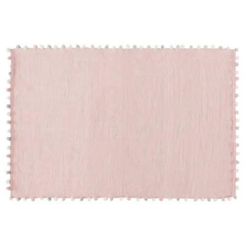 tapis a pompons en coton rose 120x180 maisons du monde