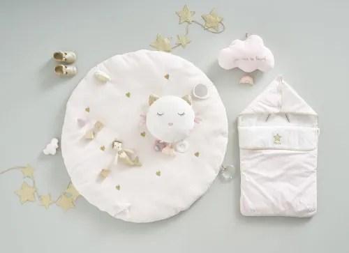 tapis d eveil bebe rond avec jouets en coton rose et dore d90 maisons du monde