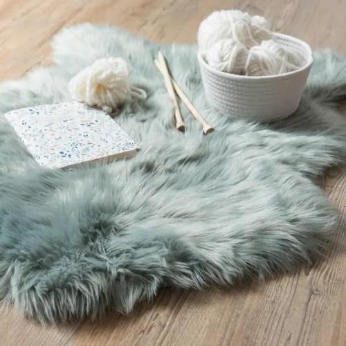 tapis imitation fourrure bleu gris 60x90 maisons du monde
