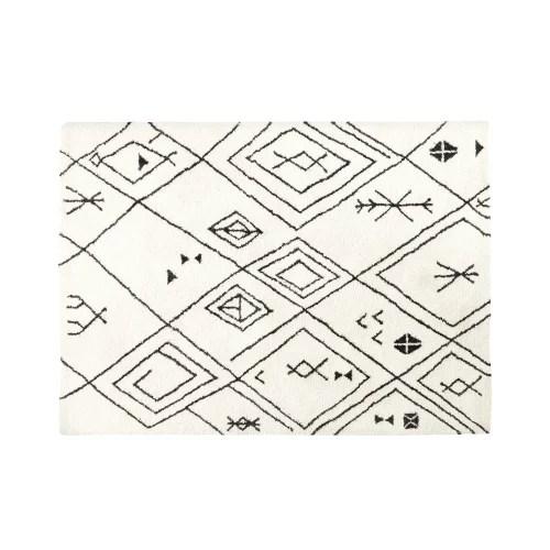 tapis tufte ecru motifs graphiques noirs 140x200 maisons du monde
