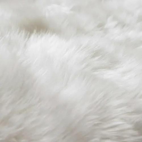 teppich aus schaffell elfenbeinfarben 110x180 maisons du monde