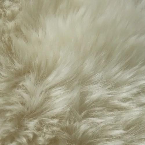teppich aus schaffell elfenbeinfarben 55x90 maisons du monde