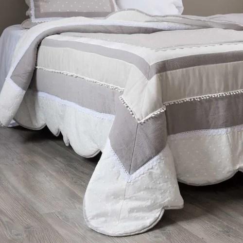 Dai un'occhiata ai nostri mobili e oggetti decorativi e fai i pieno di ispirazione! Trapunta In Cotone Motivi A Righe 240x260 Cm Berenice Maisons Du Monde