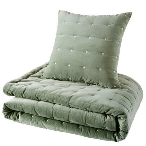 Dai un'occhiata ai nostri mobili e oggetti decorativi e fai i pieno di. Trapunta In Velluto Pique Verde 240x260 Calio Maisons Du Monde