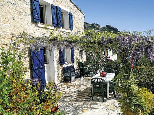 Acheter une maison dans l arriere pays nicois segu maison for Acheter une vieille maison