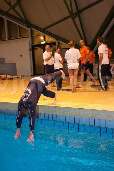 photos  entrainement SNSM en piscine  plongeon tout habille