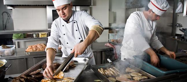 Insultes, coups et humiliations en cuisine...