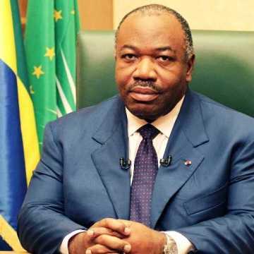 Premier gouvernement restreint d'Ali Bongo Ondimba mené par Julien Nkoghe Békalé