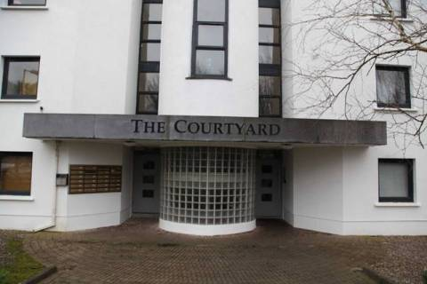 The Courtyard, Millroad, Midleton, P25 AE72