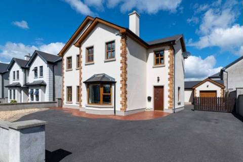 26 Woodview Court, Athlone Road, Roscommon Town.