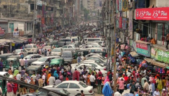 A traffic jam in Dhaka, Bangladesh. Photo by Joisey Showaa on Flickr and reused here with Creative Commons license.