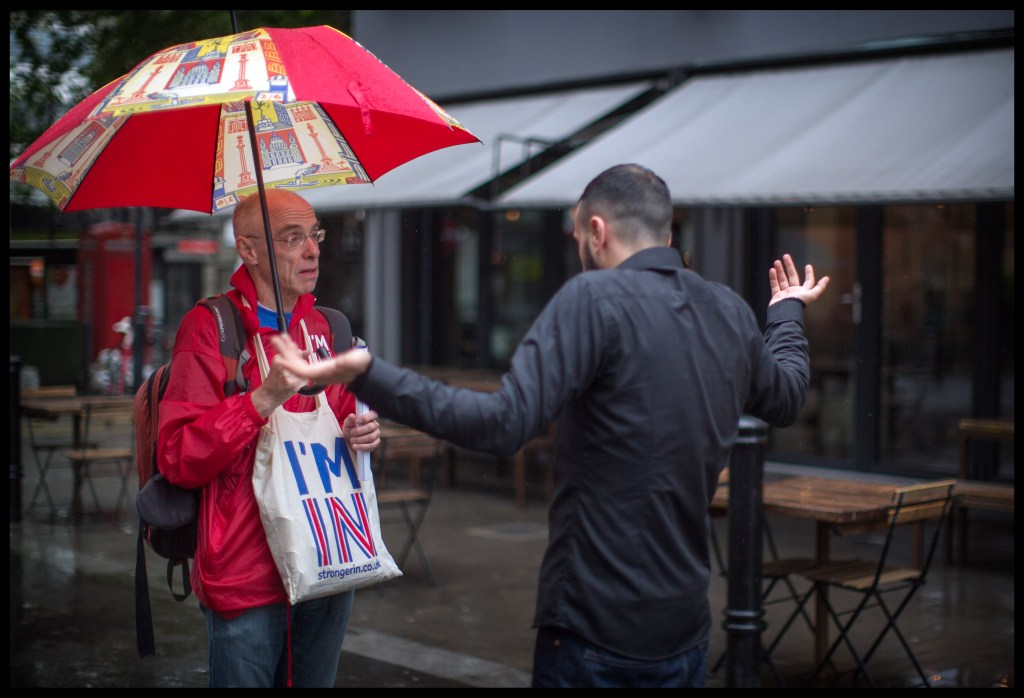"Members of the ""strongerin"" campaign talk to voters in Exmouth market this afternoon, trying to persuade people to vote remain in the upcoming EU referendum. Photo by Charlie Bibby. 20/6/2016"