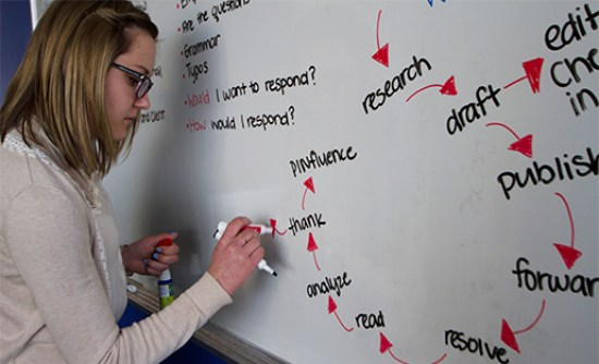 Cronkite student Brooke Stobbe revises the PIN Bureau workflow. Credit: Walter Cronkite School of Journalism and Mass Communication