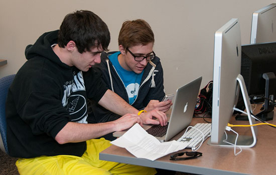 High School students collaborate on an entry for the Ohio Scholastic Media Association contest. The critical thinking and creativity in their journalism experiences are examples of what CCSS wants in education. Photo courtesy of OSMA files.