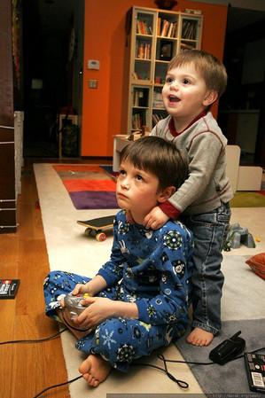 i-32411154820f8cb0992958f4b594732e-kidsvideogames_flickr_seandreilinger-thumb-300x449-3543.jpg
