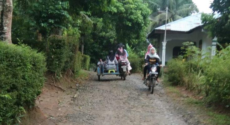 Jalan Menuju Objek Wisata Pemandian Alam Sweembath di Simalungun Rusak