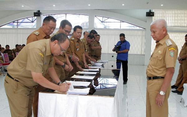 Disaksikan Bupati Asahan, Pimpinan OPD Tandatangani Kolektif Perjanjian Kinerja
