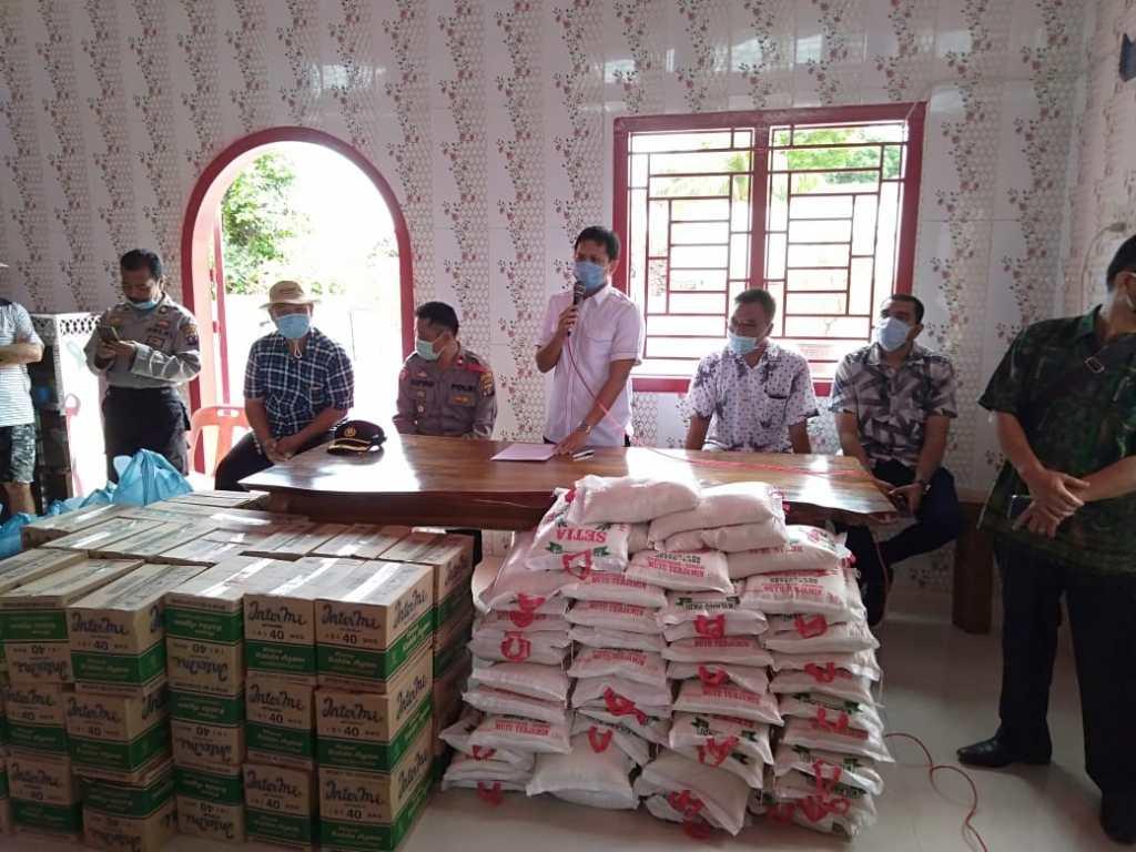 Ketua DPC PDIP Sergai Dan Ketua GP Ansor Sumut Berbagi Kepada Warga Tionghoa Desa Kota Galuh