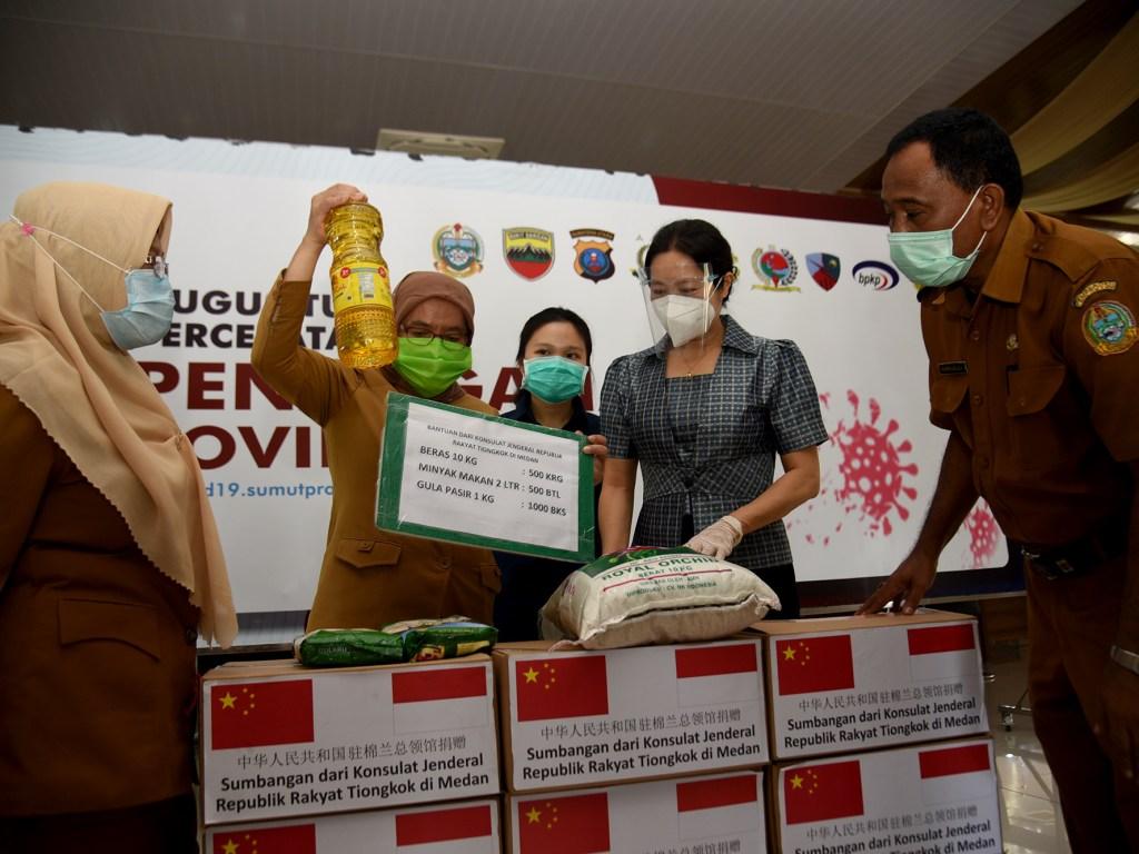Sumut Terima Bantuan 500 Paket Sembako dari Konjen Tiongkok