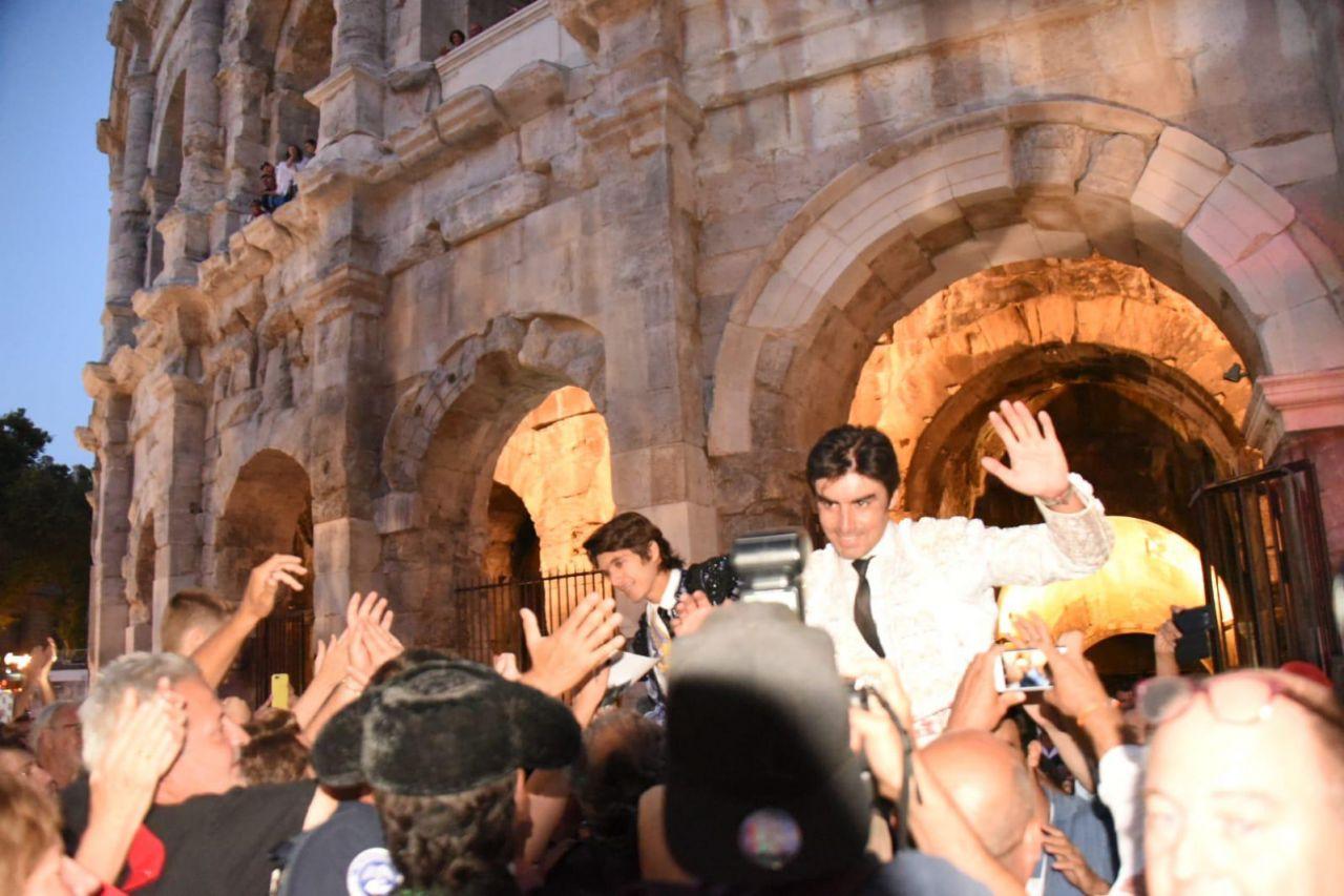 Resultado de imagen de Castella y Perera por la Puerta de los Cónsules