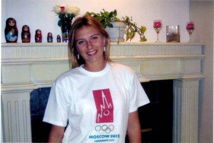 Tennistähti Maria Sharapova markkinoi Moskovan kesäolympialaisia vuodelle 2012