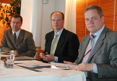 Digi-tv:n kehittämisestä vastaavat  mm. toimitusjohtaja Pauli Heikkilä Digitasta, televisiotoiminnan johtaja Olli-Pekka Heinonen YLEstä ja ylijohtaja Harri Pursiainen liikenne- ja viestintäministeriöstä.